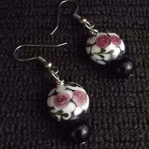 Lampwork lentils on BW w/ pink roses JTS16